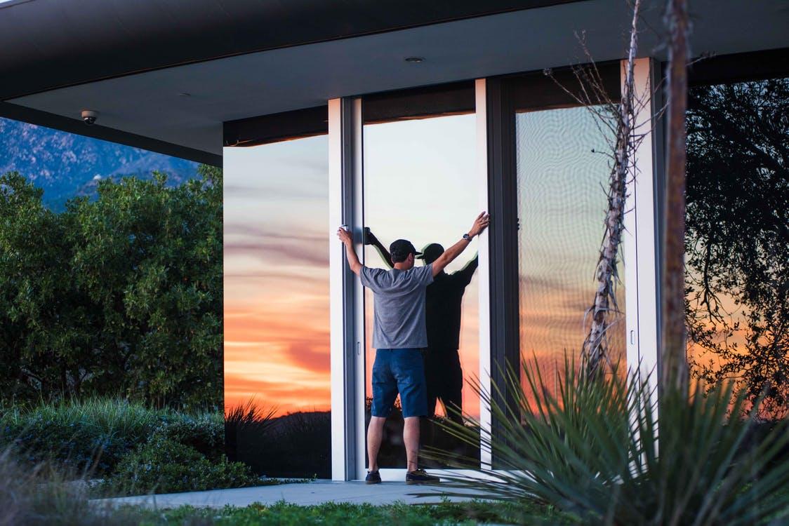 De moderne glazen schuifdeuren van Tuinmaximaal bieden meer mogelijkheden