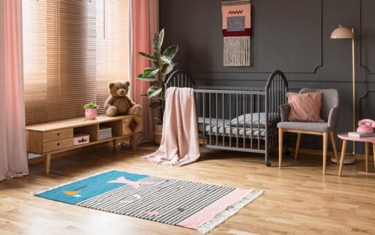Veel slaap door middel van rolgordijn babykamer